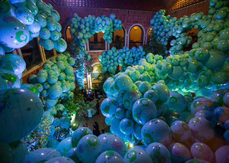 7,000 beach balls are printed to resemble globes in the Walk Among Worlds installation at Nuit Blanche 2014. (Courtesy ScotiabankNuitBlanche.ca)