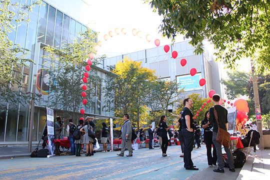 Students gather at the Zone Learning fair on Gould Street on Sept. 25. (Anda Zeng/Ryersonian Staff)