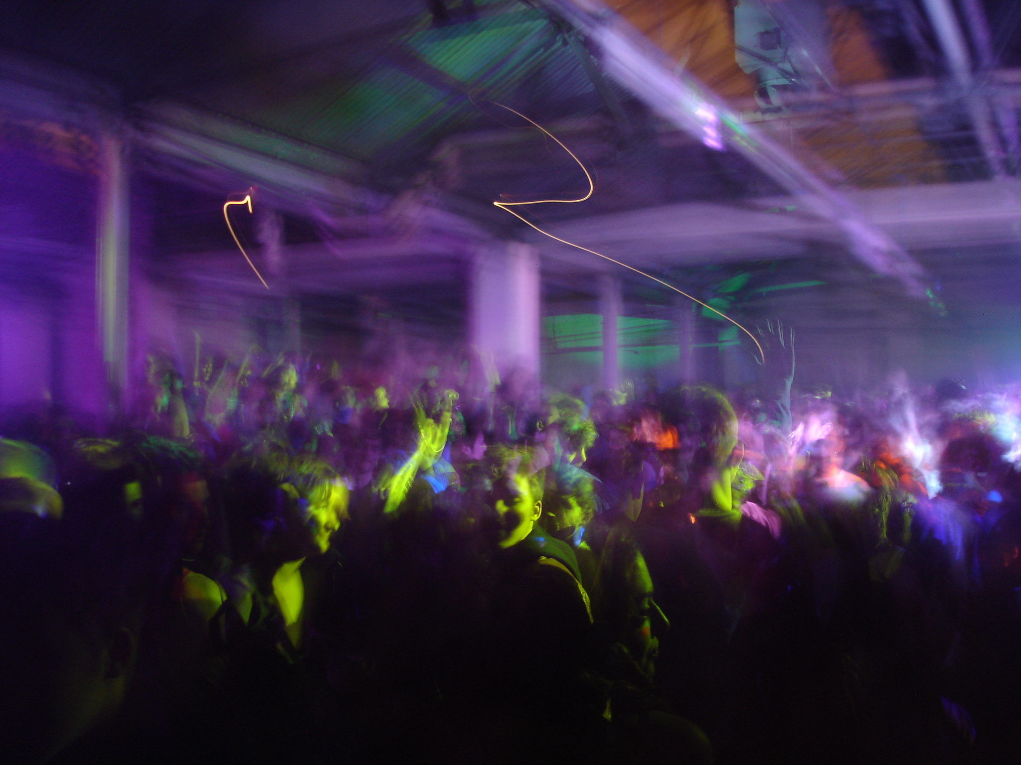 A crowd parties at a rave in London, England. (Courtesy Dominic Simpson, Flickr)