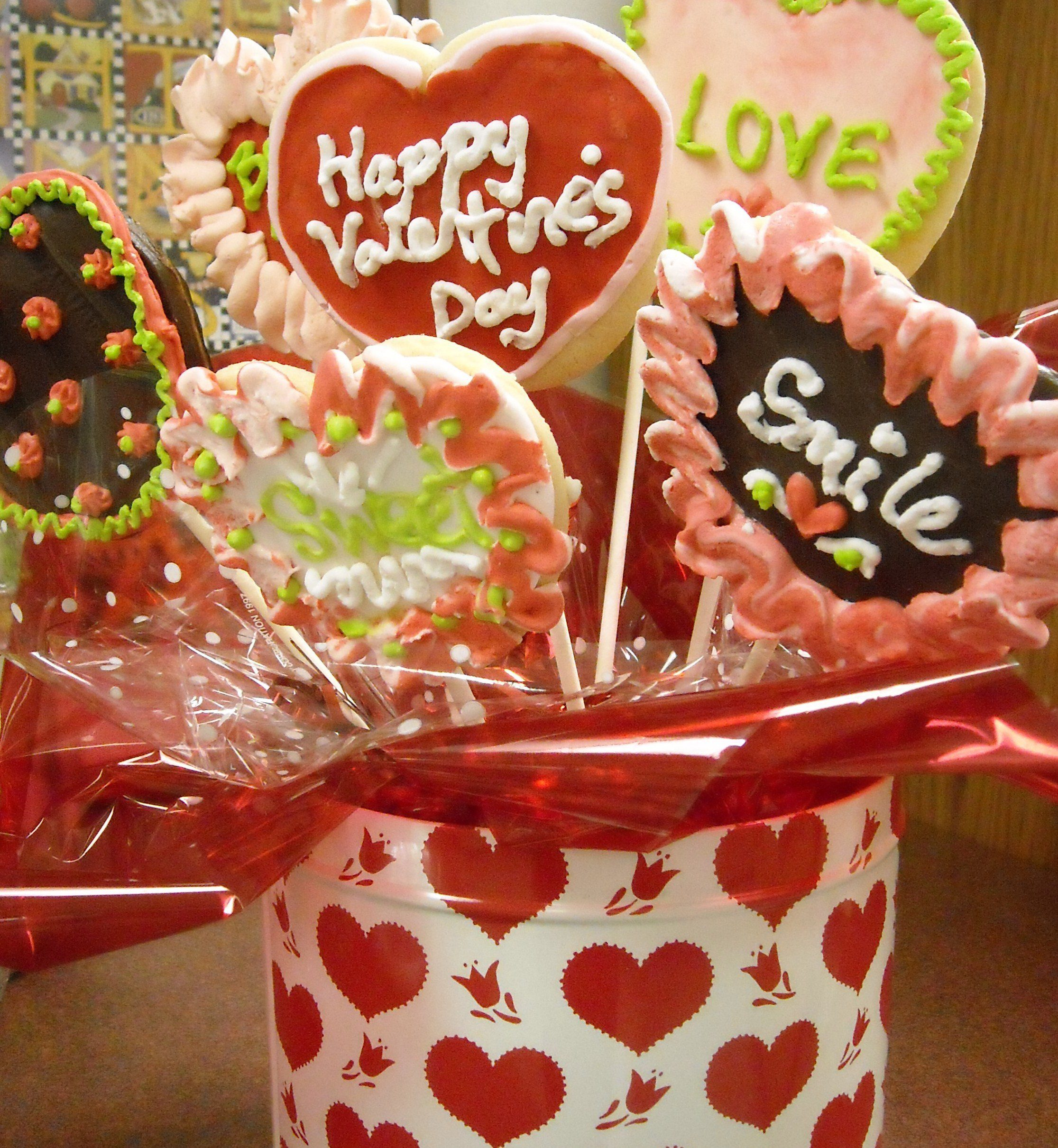 Valentine's Day treats. (Wikimedia Commons)