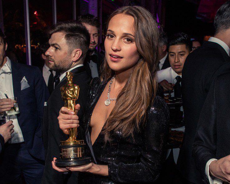 Alicia Vikander poses with her Oscar at the Vanity Fair Oscar After Party (Courtesy Vanity Fair)