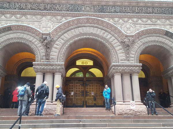 Quiet outside the courthouse on March 24 as the Ghomeshi verdict is delivered inside. (Eunice Kim/Ryersonian Staff)