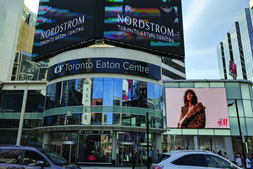 photo outside of the eaton centre during rush hour